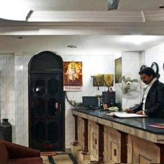 Отель Sahara International Deluxe Индия, Нью-Дели - отзывы, цены и фото номеров - забронировать отель Sahara International Deluxe онлайн питание
