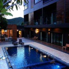 Отель Villa Gris Pranburi Таиланд, Пак-Нам-Пран - отзывы, цены и фото номеров - забронировать отель Villa Gris Pranburi онлайн бассейн