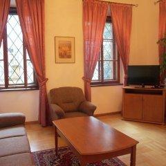 Отель U Cerneho Medveda- At The Black Bear Апартаменты с различными типами кроватей фото 5