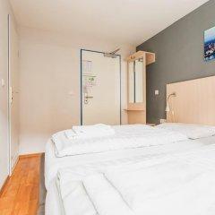 Отель a&o Köln Dom Стандартный номер с различными типами кроватей фото 3