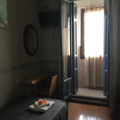 Отель Hostal La Plata Стандартный номер с различными типами кроватей фото 4