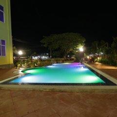 Deluxe Hotel бассейн фото 2