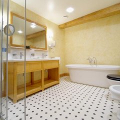 Отель Garden Luxury Residence Латвия, Рига - отзывы, цены и фото номеров - забронировать отель Garden Luxury Residence онлайн ванная фото 2