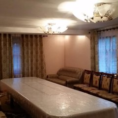 Отель Guest house Krasnii Zvetok Кыргызстан, Каракол - отзывы, цены и фото номеров - забронировать отель Guest house Krasnii Zvetok онлайн комната для гостей фото 4