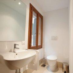 Отель The Lion's House APT3 Италия, Венеция - отзывы, цены и фото номеров - забронировать отель The Lion's House APT3 онлайн ванная фото 2