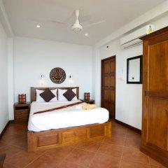 Отель Villa YoYo сейф в номере