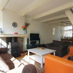 Апартаменты Authentic Jordaan Apartment комната для гостей