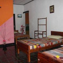 Sylvester Villa Hostel Negombo Кровать в общем номере с двухъярусной кроватью фото 10