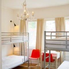 Отель Marken Guesthouse Кровать в мужском общем номере фото 12