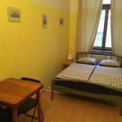 Hostel EMMA Стандартный номер с двуспальной кроватью (общая ванная комната) фото 3