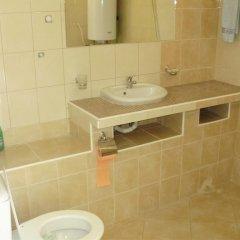 Отель Bonevi Guest House Болгария, Боженци - отзывы, цены и фото номеров - забронировать отель Bonevi Guest House онлайн ванная