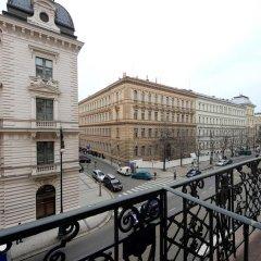 Отель Historic Centre Apartments V Чехия, Прага - отзывы, цены и фото номеров - забронировать отель Historic Centre Apartments V онлайн балкон