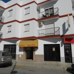 Отель Hostal Paco Pepe Испания, Кониль-де-ла-Фронтера - отзывы, цены и фото номеров - забронировать отель Hostal Paco Pepe онлайн парковка