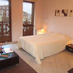 Апартаменты Green Life Ski & Spa Alexander Services Apartments Банско комната для гостей фото 2