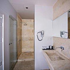 Отель Golden Crown 4* Улучшенный номер с двуспальной кроватью фото 16