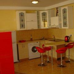 Апартаменты Apartment Red and White в номере