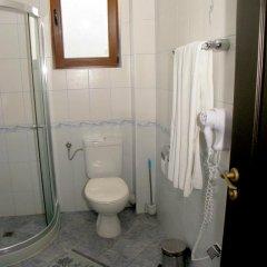 Отель Iris Болгария, Балчик - отзывы, цены и фото номеров - забронировать отель Iris онлайн ванная фото 2