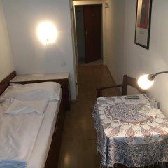 Отель Pension Ani - Fallstaff Вена комната для гостей