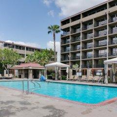 Howard Johnson Inn Fullerton Hotel and Conference Center бассейн фото 2