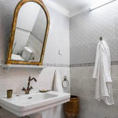 Отель 2 BR Charming Apartment Fes Марокко, Фес - отзывы, цены и фото номеров - забронировать отель 2 BR Charming Apartment Fes онлайн ванная