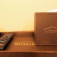 Отель Katesiree House сейф в номере