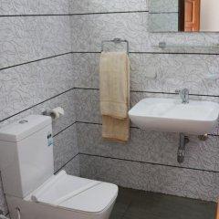 Отель Queens rest inn Стандартный семейный номер с двуспальной кроватью фото 6