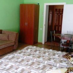 Гостиница on Rizhskaya 10 в Плескове отзывы, цены и фото номеров - забронировать гостиницу on Rizhskaya 10 онлайн Плесков комната для гостей фото 2