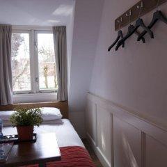 Lange Jan Hotel 2* Номер с общей ванной комнатой с различными типами кроватей (общая ванная комната) фото 6