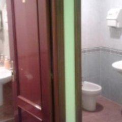 Отель Casa de Huespedes La Asturiana Испания, Мадрид - отзывы, цены и фото номеров - забронировать отель Casa de Huespedes La Asturiana онлайн ванная