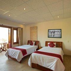 Отель Hoang Thu Homestay 2* Улучшенный номер с 2 отдельными кроватями фото 3