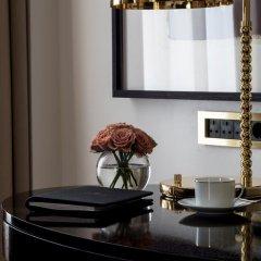 Four Seasons Hotel London at Ten Trinity Square 5* Улучшенный номер с различными типами кроватей фото 4