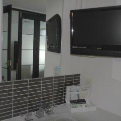Отель Spacious Penthous @ 1010 Wilshire удобства в номере
