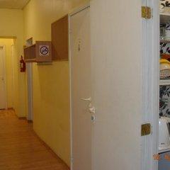 Central Park Hostel сейф в номере
