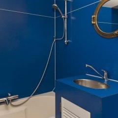 Отель Noah's houseboat Amsterdam Нидерланды, Амстердам - отзывы, цены и фото номеров - забронировать отель Noah's houseboat Amsterdam онлайн ванная фото 2