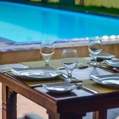 Отель Sholay Villa Шри-Ланка, Галле - отзывы, цены и фото номеров - забронировать отель Sholay Villa онлайн бассейн фото 2