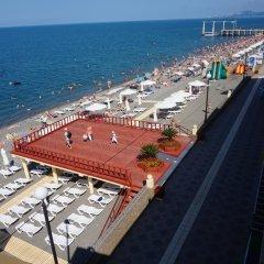 Лазурь Бич Отель пляж