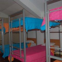 Отель Pousada de Juventude de Ponta Delgada Кровать в женском общем номере фото 4