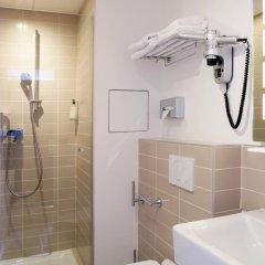Отель Contact ALIZE MONTMARTRE 3* Улучшенный номер с двуспальной кроватью фото 8