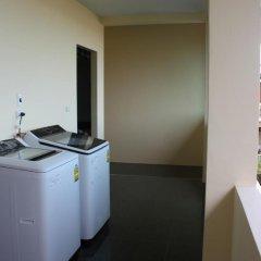 Отель Feung Nakorn Balcony Rooms and Cafe 3* Стандартный семейный номер с различными типами кроватей фото 7