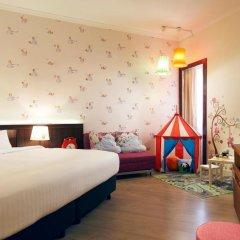 Village Hotel Bugis 4* Улучшенный семейный номер с двуспальной кроватью