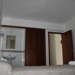 Отель Hostal Las Nieves Стандартный номер с различными типами кроватей (общая ванная комната) фото 32