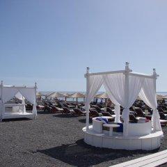 Отель La Mer Deluxe Hotel & Spa - Adults only Греция, Остров Санторини - отзывы, цены и фото номеров - забронировать отель La Mer Deluxe Hotel & Spa - Adults only онлайн пляж фото 2