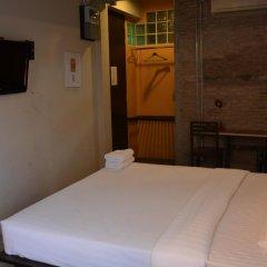 Silom Art Hostel Кровать в общем номере фото 3
