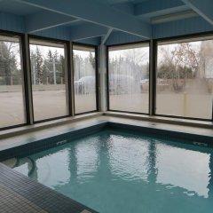 Отель Ramada Limited Calgary Northwest Канада, Калгари - отзывы, цены и фото номеров - забронировать отель Ramada Limited Calgary Northwest онлайн бассейн фото 2