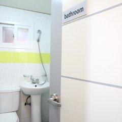 Отель K-POP GUESTHOUSE Seoul Station 2* Стандартный номер с различными типами кроватей (общая ванная комната)