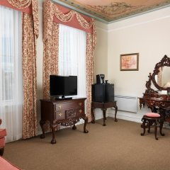 Отель The Gatsby Mansion Канада, Виктория - отзывы, цены и фото номеров - забронировать отель The Gatsby Mansion онлайн удобства в номере