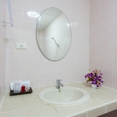 Отель Karon Sunshine Guesthouse & Bar 3* Стандартный номер с различными типами кроватей фото 4