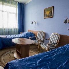 Гостиница Октябрьская Стандартный семейный номер с разными типами кроватей