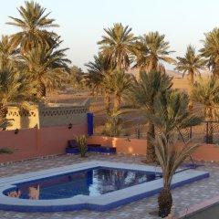 Отель Auberge Les Roches Марокко, Мерзуга - отзывы, цены и фото номеров - забронировать отель Auberge Les Roches онлайн бассейн