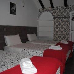 Отель Hostal Abril Стандартный номер с различными типами кроватей фото 9